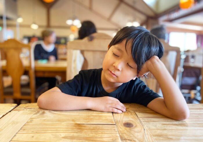 睡眠不足が子供に与える影響は?しっかり睡眠を取るためのコツも紹介