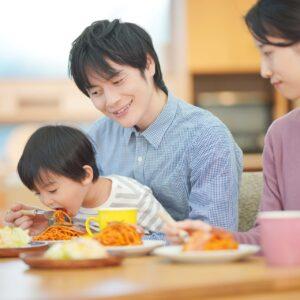 3人家族の食費の平均は?子供が生まれた場合の費用や教育費も紹介