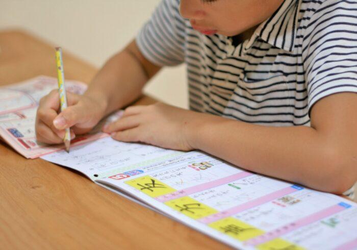 子どもの宿題を親はどこまで見る?上手にサポートする方法とは