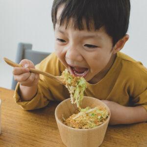 野菜ギライKid'sがウソみたいに食べる! 話題の「チキンラーメン キャベサラダ」おそるべし♡