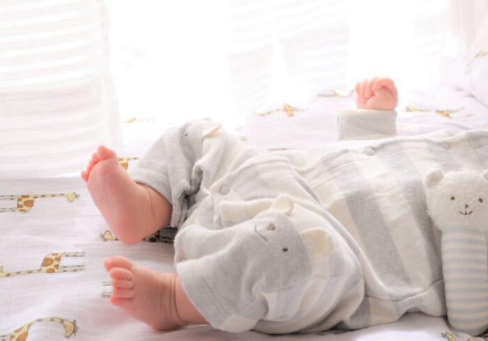 新生児に贈るベビー服のサイズ目安は?出産祝いのアイテムを選ぼう