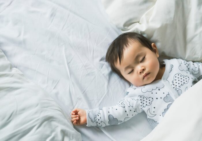 卒乳後、泣く子どもをどう寝かしつける?入眠法やおすすめグッズ3選