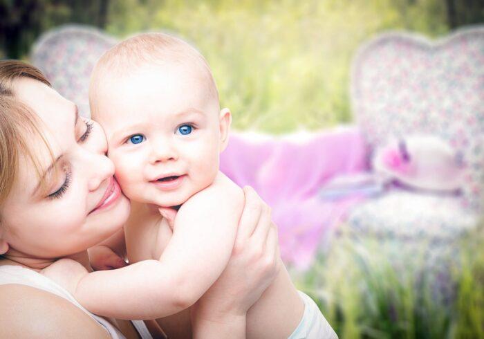 生後4ヶ月に適したミルク量や回数は?混合栄養で注意したいこと